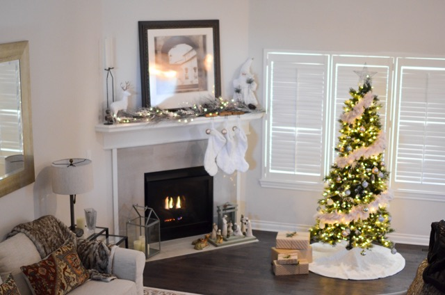 Decorating the Perfect Christmas Tree | AO Home
